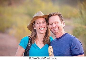 par, de, sorrindo, hikers