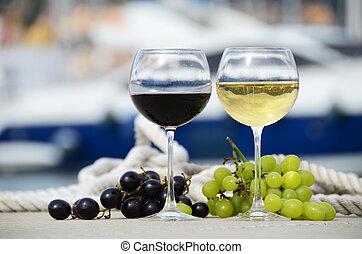 par, de, wineglasses, e, uvas, contra, a, iate, cais, de, la...
