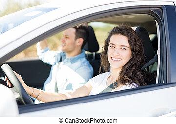 par, dirigindo um carro, ligado, viagem estrada