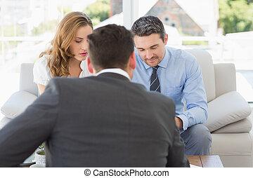 par, em, reunião, com, um, financeiro, conselheiro, casa