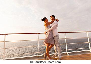 par, encantador, abraçando, cruzeiro
