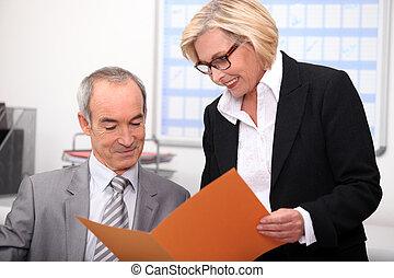 par, escritório, trabalhando, velho