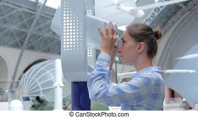 par, exposition, explorer, jeune femme, regarder, télescope, blanc