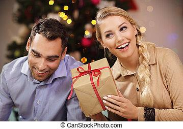 par feliz, abertura, presente natal