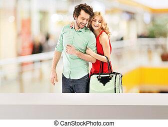 par, feliz, centro comercial, sorrindo