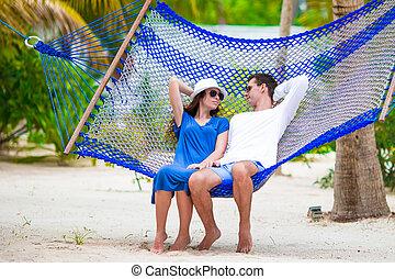 par feliz, ligado, férias tropicais, relaxante, em, rede