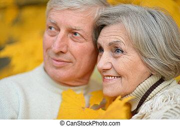 par, feliz, más viejo