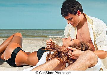 par, feliz, praia, sentando