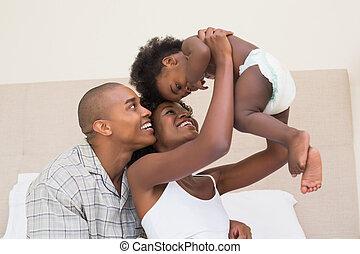 par, filha, cama bebê, feliz