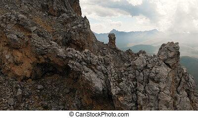 par, formations, sur, voyage, voler, mountaineering., gros plan, vol, rocher, vue, extrême, aérien, bourdon, montagne, dièse, affleurements, sunset., escarpé, rocheux, vidéo