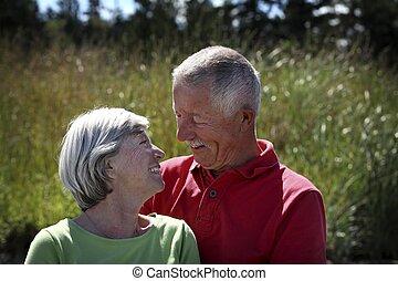 par, gammal, utanför, lycklig