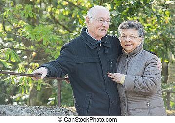 par, idoso, ao ar livre
