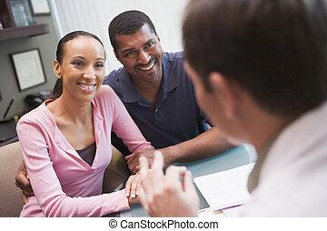 par, in, konsultation, hos, ivf, klinik, (selective, focus)