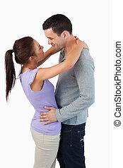 par, jovem, abraçar