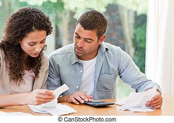 par jovem, calculando, seu, cúpula