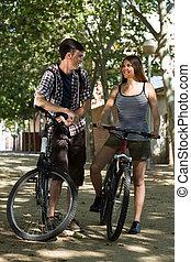 par jovem, com, bicycles