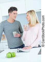 par, jovem, cozinha
