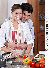 par jovem, cozinhar, junto