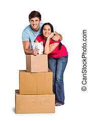 par, jovem, em movimento, caixas