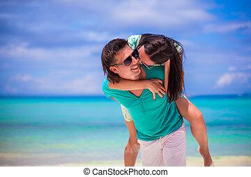 par, jovem, férias, divirta, durante, praia, feliz