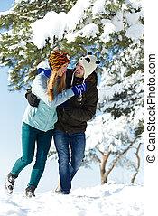 par jovem, feliz, inverno, pessoas