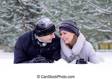 par, jovem, neve, retrato, sorrindo, mentindo