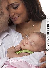 par, jovem, recem nascido, raça misturada, bebê
