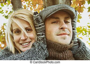 par jovem, tendo, algum, outono, divertimento