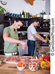 par, jovem, trabalhando, cozinha