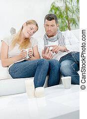 par, ligado, sofá, olhar, cellphone