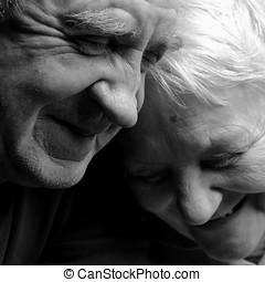par, lycklig, svart fond, äldre