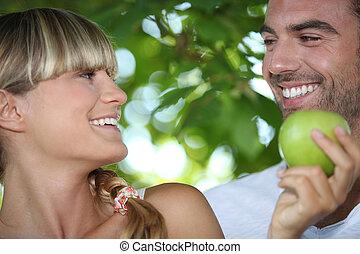 par, maçã, mão