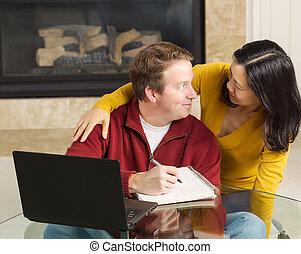 par maduro, exibindo, prazer, enquanto, trabalhando casa