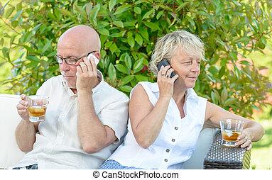 par, med, deras, telefoner, ar, missnöjd