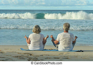 par, medite, praia, idoso