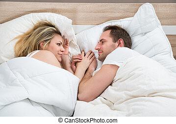 par, mentindo, cama