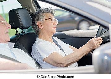 par, mulher, aposentado, car, dirigindo