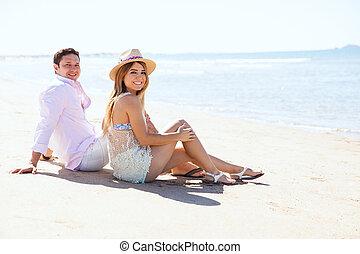 par, namorando, e, gastando, um, dia praia