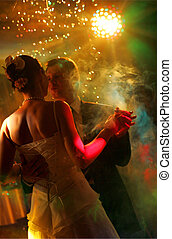 par, newlywed, dansande