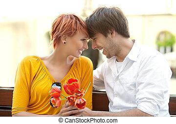par, olhando jovem, outro, closeup, cada, retrato, feliz