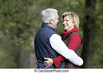 par, parque, abraçando