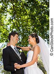 par, parque, romanticos, recém casado, dançar