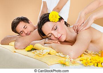 par, recebendo, ombro, massagem, em, spa