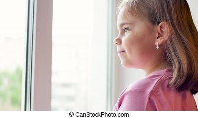par, regarder, enfant, dehors, portrait, fenêtre