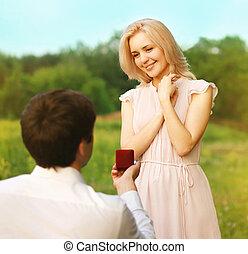 par romántico, enamorado, anillo, compromiso, boda, -, concepto