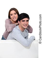 par, sofá, jovem, sentando