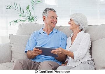 par, sofá, usando, pc tabela, sentando