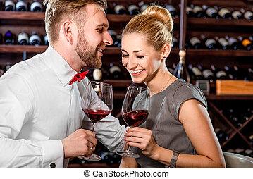 par, tendo, romanticos, degustação vinho, em, a, adega