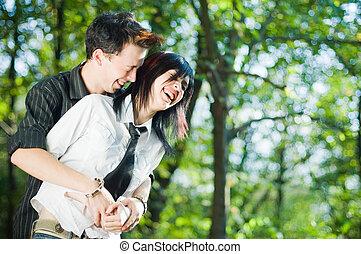 par, ung, utanför
