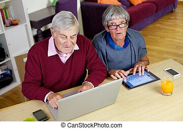 par velho, amor, tecnologia